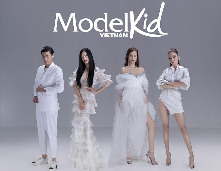 model kid vietnam 2019 tung poster chinh thuc bo tu huan luyen vien khoe than thai ngut ngan
