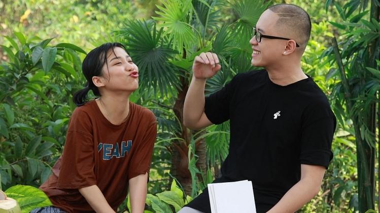 Trang Kimochi 'thả thính'trai đẹp bất chấp ở 'Trí khôn ta đây'