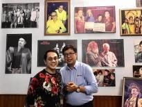 Theo chân NSƯT Thành Lộc đến xem triển lãm ảnh 'Sắc màu sân khấu'