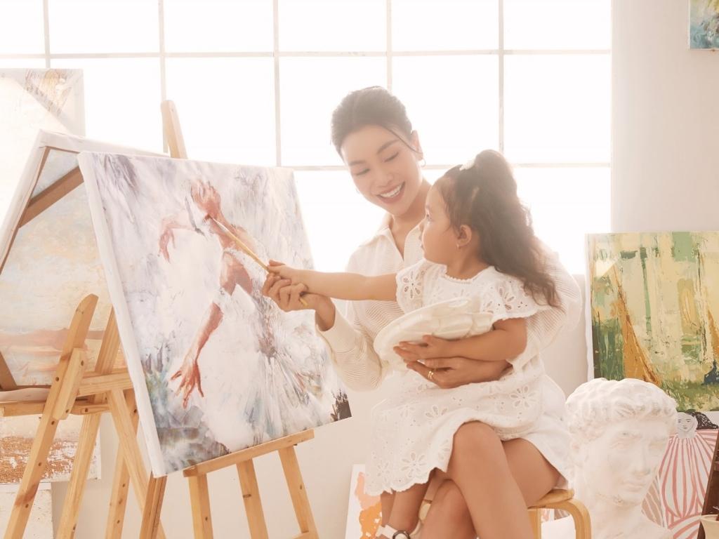 Trà Ngọc Hằng và con gái tung bộ ảnh đầy tính 'nghệ sĩ' mừng 1/6