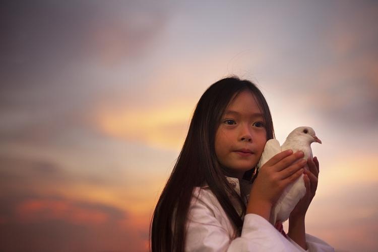 Con gái Đoan Trang ra mắt MV 'Cho con' nhân ngày Quốc tế thiếu nhi 1/6