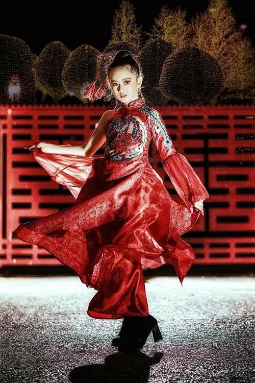 Chị 'Hai Thương' Huyền Diệu bị đá đâm, dằm sốc vào chân vẫn cõng em dưới cơn mưa