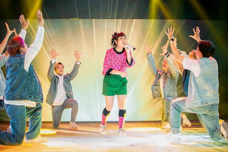 'The Heroes': JSol đem 'Phép thuật Winx Enchantix' lên sân khấu