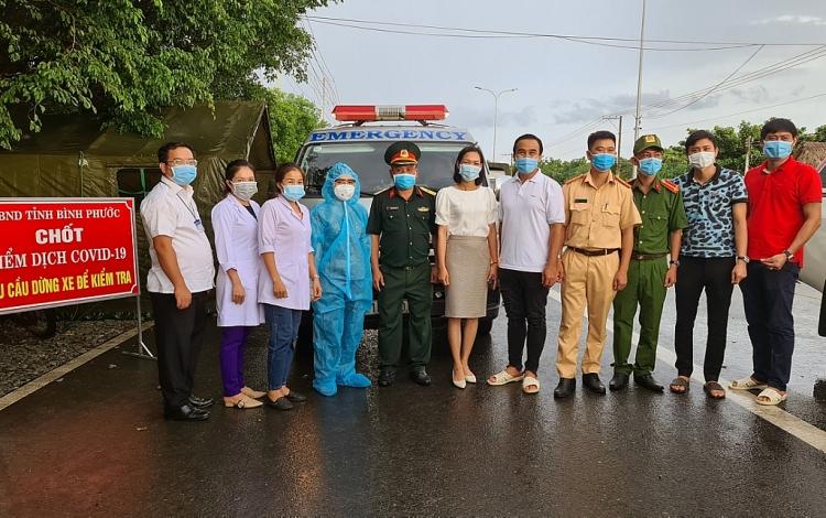 MC Quyền Linh về chốt chặn dịch Covid-19 tặng 500 giường bệnh