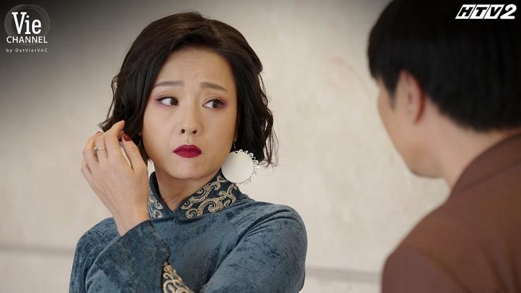 'Cây táo nở hoa' tập 29: Đàng trai vắng mặt đàng gái lần lượt bỏ đi, bà mẹ không mời mà tới 'cuỗm' trọn thùng tiền mừng cưới của Châu - Phong