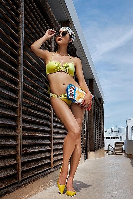 'Gái một con' Ngọc Quyên khoe dáng bốc lửa với bikini hè 2021