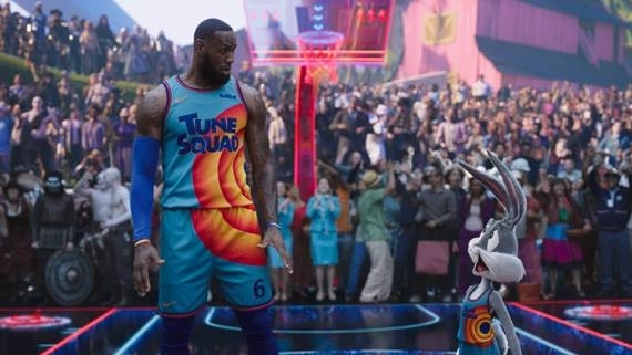 'Space Jam 2': Huyền thoại LeBron James dẫn dắt đội hình toàn sao trong trận quyết đấu tầm cỡ 'vũ trụ' với các robot biết chơi bóng rổ