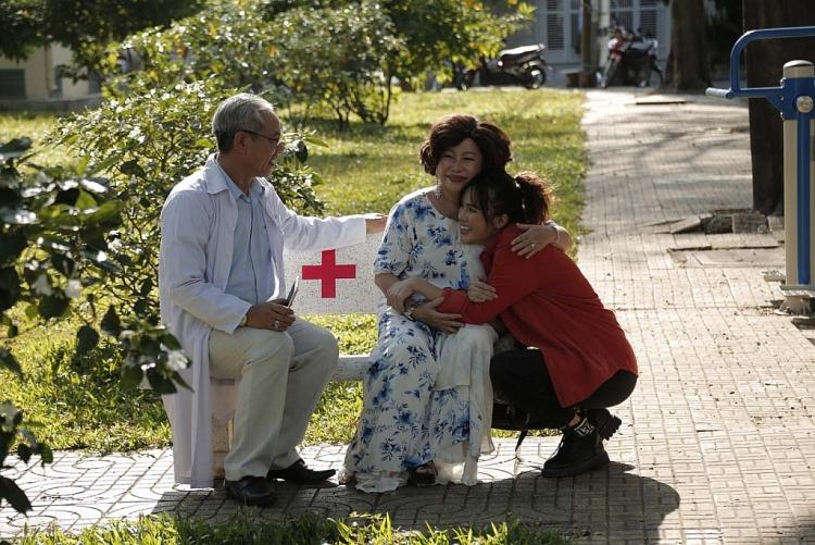 'Kiếm chồng cho mẹ chồng': Thảo - Tùng đoàn viên trong nước mắt, vui mừng đón đứa con ra đời