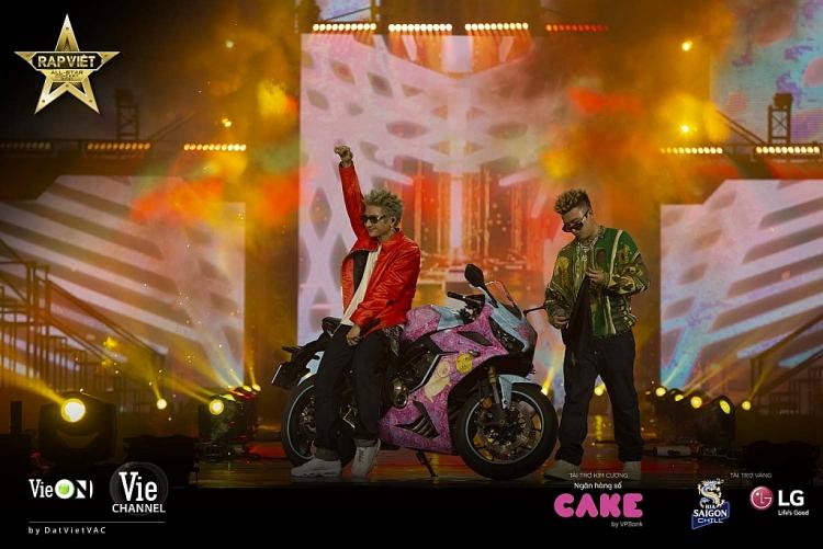 Chiều lòng fan sau bao ngày mong đợi, 'Live concert Rap Việt All-Star' chính thức được công chiếu trên Youtube