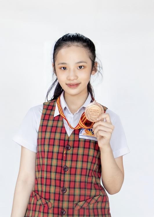 'Soi' thành tích học tập 'khủng' của mẫu nhí Bảo Hà và tấm Huy chương đồng Olympic danh giá