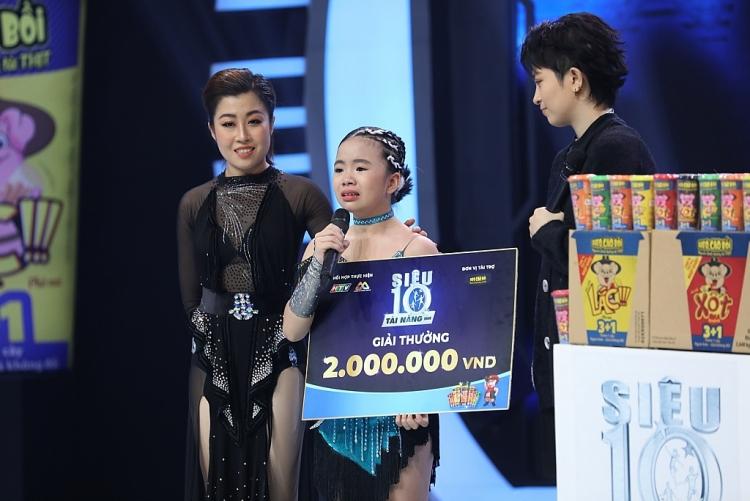 'Siêu tài năng nhí': Trấn Thành, Hari Won 'té ngửa' trước thí sinh sở hữu 10kg huy chương