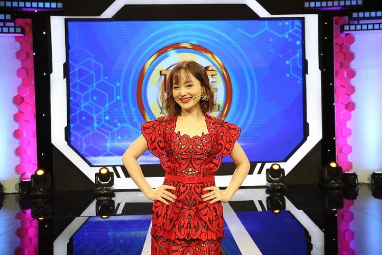 Lan Phương 'đốn tim' khán giả với phong cách thời trang sành điệu ở tuổi 38