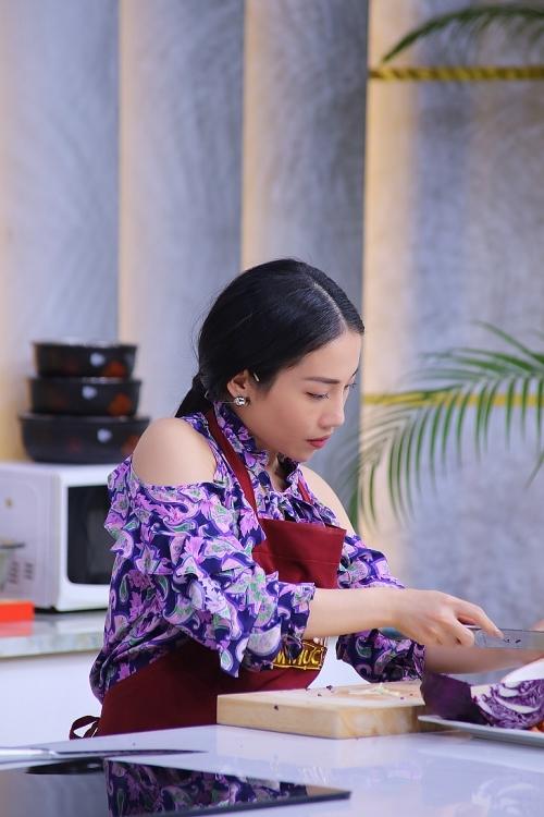'Đấu trường ẩm thực': Nghệ danh Hằng BingBoong ra đời từ… tiếng chuông xe rác