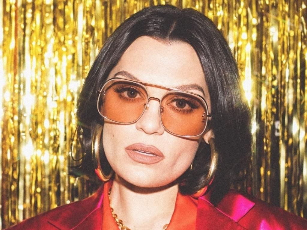 Jessie J trở lại mạnh mẽ với 'I want love' sau những năm chịu đựng bệnh rối loạn thính lực
