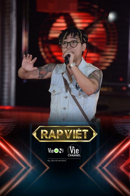 Chàng rapper mang lô tô lên sân khấu casting 'Rap Việt' mùa 2
