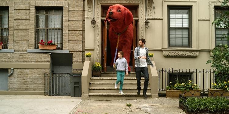 'Clifford the big red dog': Đáng yêu đến 'tan chảy' về chú chó đỏ khổng lồ nổi tiếng thế giới