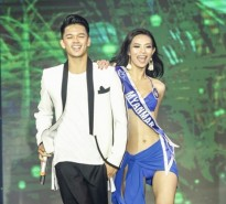 Trọng Hiếu diễn catwalk cùng dàn thí sinh 'Hoa hậu Hữu nghị ASEAN'