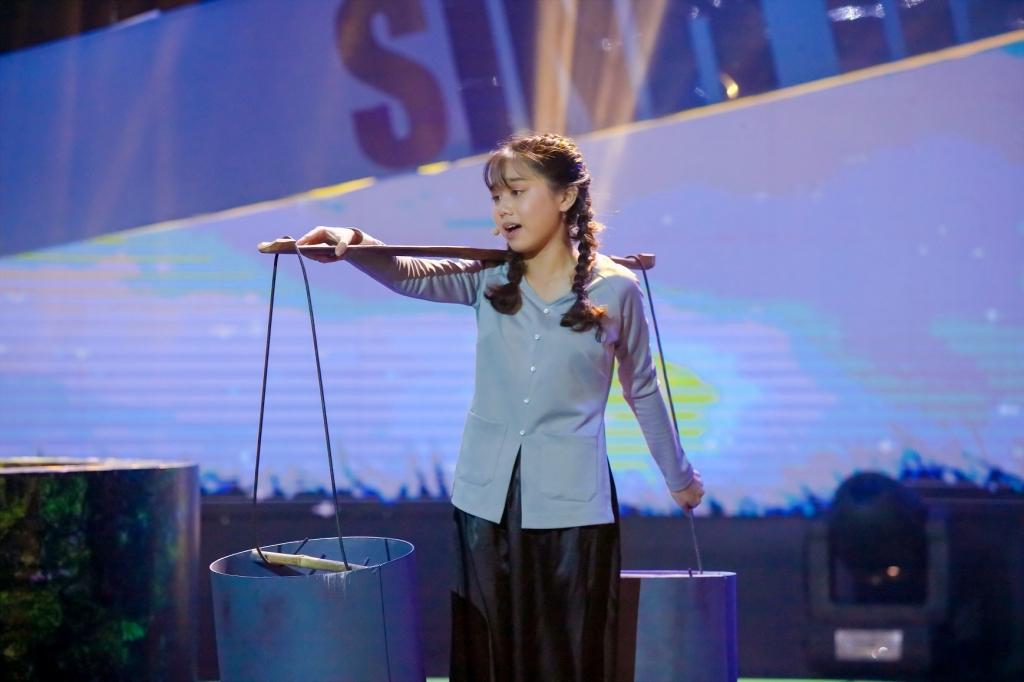 lo dien top 4 thi sinh tranh tai trong dem chung ket sinh ra de toa sang