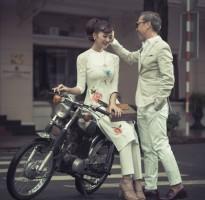 Hoa hậu Kiều Ngân quyến rũ với áo dài cách tân bên tín đồ thời trang không tuổi Thuận Nguyễn