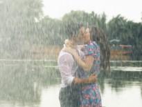 Kim Lý lãng mạn hôn Hồ Ngọc Hà dưới mưa