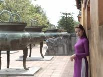 Hà Thúy Anh dịu dàng trong tà áo dài tím viếng thăm cố đô Huế