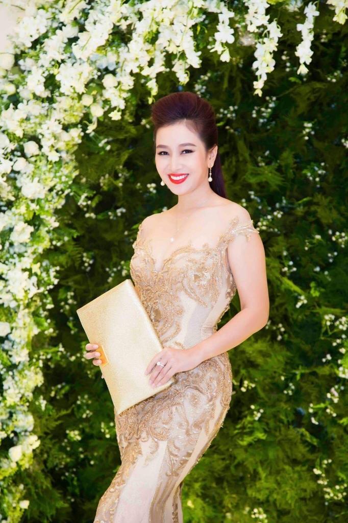 hoa khoi thu huong tim kiem nu hoang quyen nang phai dep 2017
