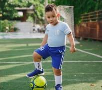 Quang Anh: Cậu bé mẫu nhí ảnh đi phượt cùng bố mẹ từ 4 tháng tuổi khoe ảnh cao lớn ủng hộ World cup 2018