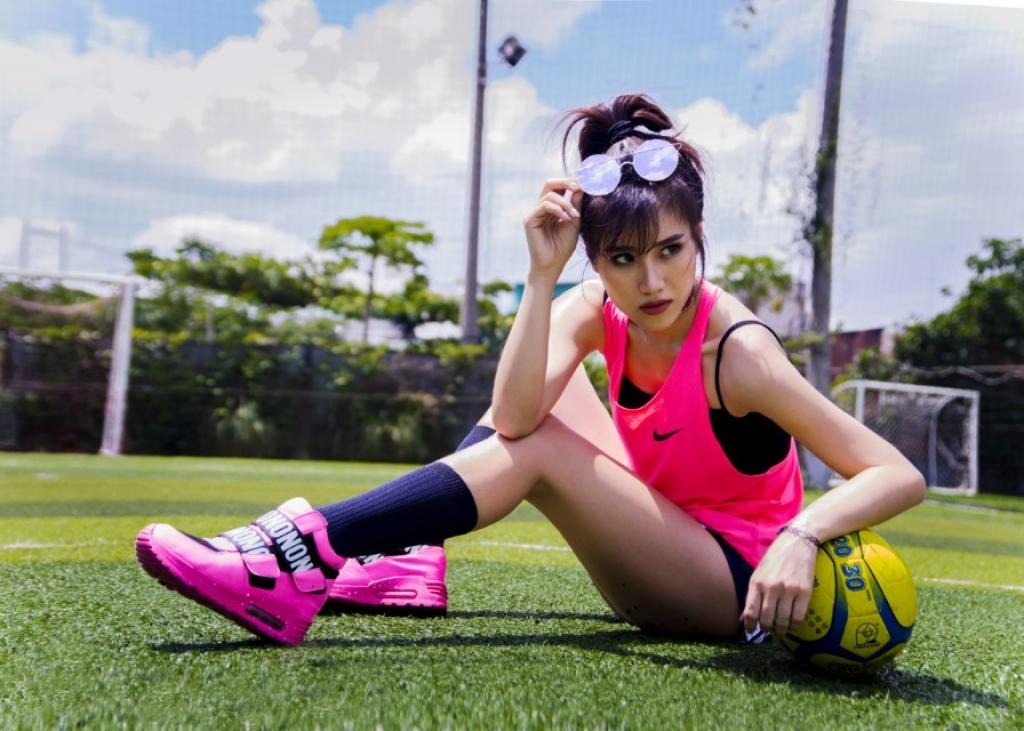 hoa vao khong khi world cup 2018 miko lan trinh tung mv oh yeah bong mat