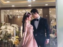 a h au thu dung tinh tu ket hop voi nguoi mau sy hung lam vedette cho thuong hieu ao cuoi tuart wedding
