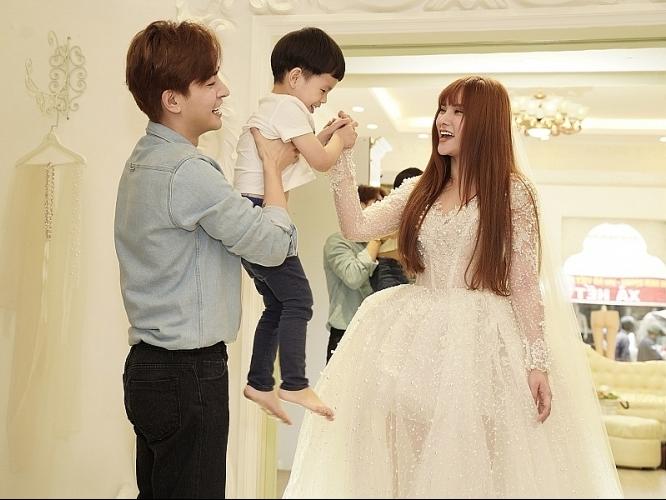 Thu Thủy đi thử áo cưới cho ngày trọng đại