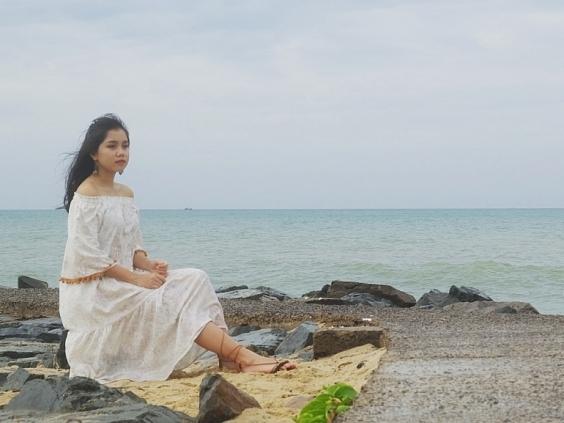 Tự tin hát lại hit của Diva Thanh Lam, Nhã Thy làm mới ca khúc 'Bên em là biển rộng'