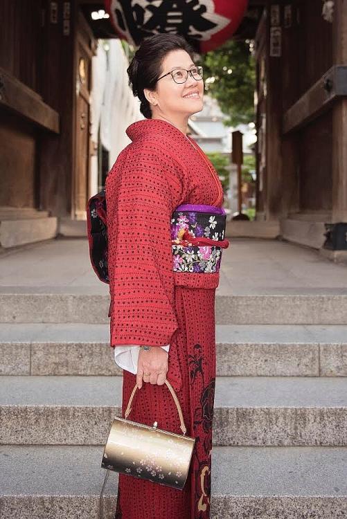 phuong khanh duoc phu nhan tong lanh su gioi thieu va giup trai nghiem kimono tai nhat