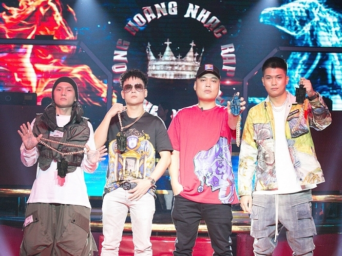 king of rap lo dien 4 rapper ngoi ghe nong ngay dau tien quay hinh