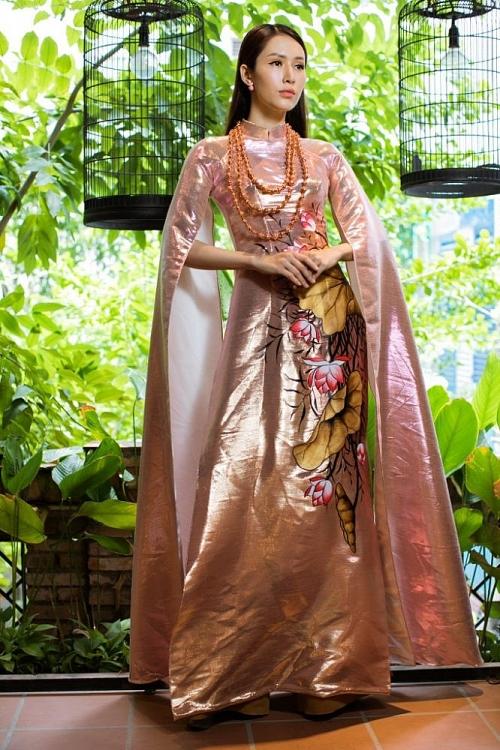 Hoa hậu Phan Thu Quyên khoe trọn vẻ đài các kiêu sa với áo dài Việt Hùng