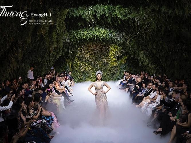 hoa hau khanh van lan dau mang vuong mien brava heart len san dien thoi trang