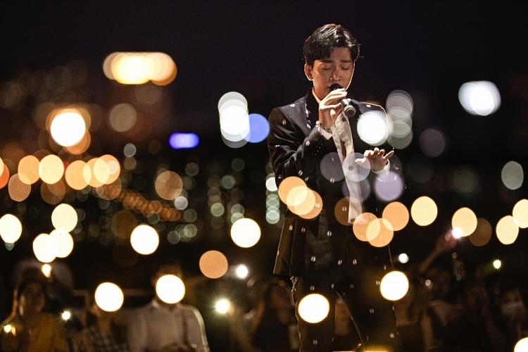 man nhan voi live concert dau tien trong su nghiep cua tang phuc