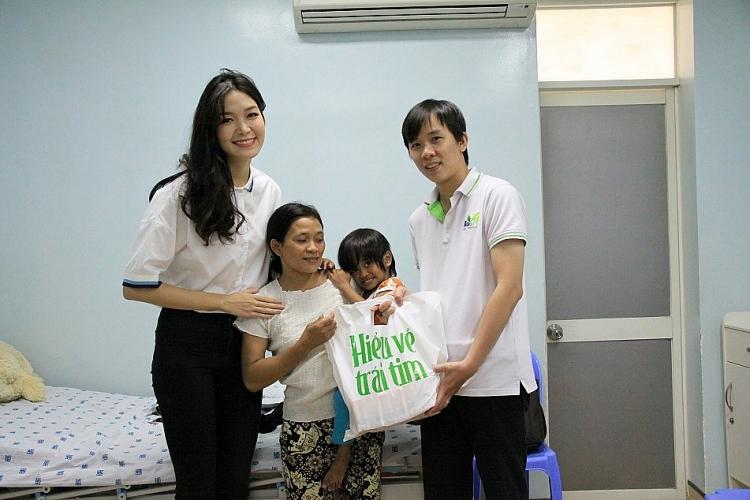 Sao Việt đồng hành cùng 'Quỹ Hiểu về trái tim' mang lại 2.500 trái tim khỏe mạnh cho các bệnh nhi tim