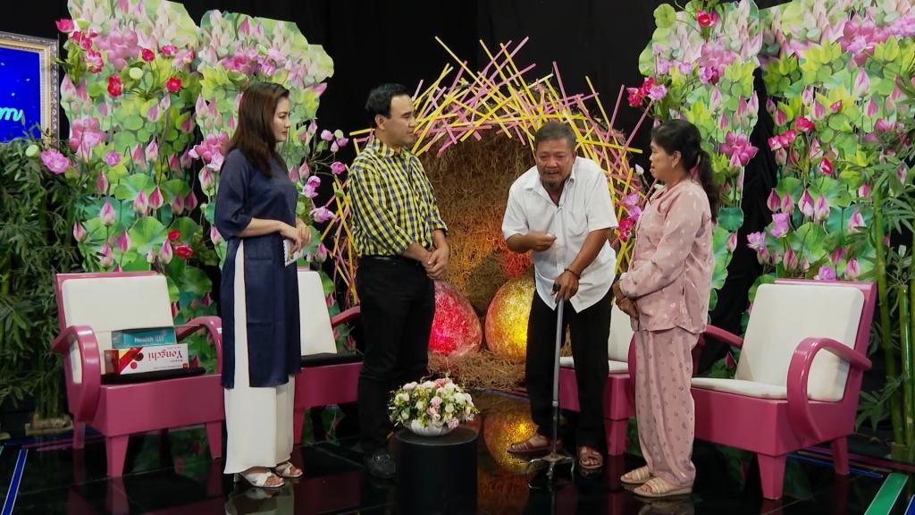 'Tình trăm năm': Quyền Linh rộng tay hỗ trợ kế sinh nhai cho đôi vợ chồng già bị tai biến