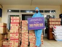 Hoa hậu Khánh Vân ủng hộ 300 phần quà cho người lao động nghèo và người trong khu cách ly phong tỏa tại TP.HCM
