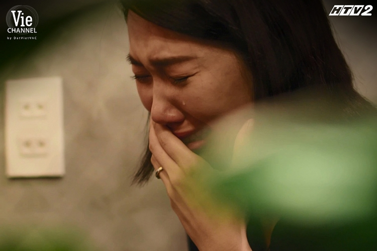'Cây táo nở hoa' tập 46: Châu khóc hết nước mắt vì không thể hiến gan cứu Ngọc, năn nỉ Ngà cứu anh hai nhưng bị gạt phăng đi