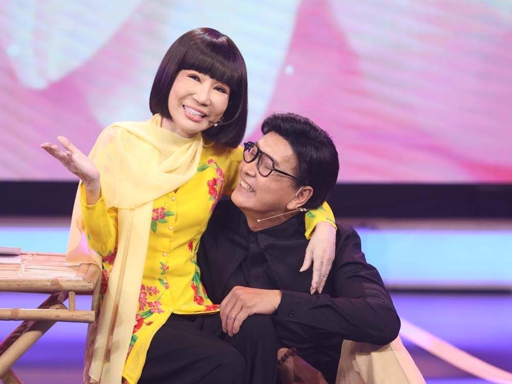 'Quan huyện' Thanh Điền và 'Thị Hến' Thanh Kim Huệ bất ngờ xuất hiện trên sân khấu 'Dấu ấn huyền thoại'