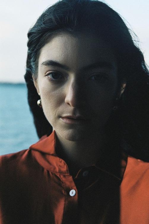 Lorde tung thêm single thứ hai 'Stoned at the Nail Salon', hâm nóng ngày trở lại cùng album 'Solar Power' sau 4 năm