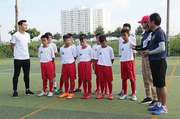 Điểm danh loạt 'soái ca' đội tuyển bóng đá Việt Nam tham gia 'Cầu thủ nhí'
