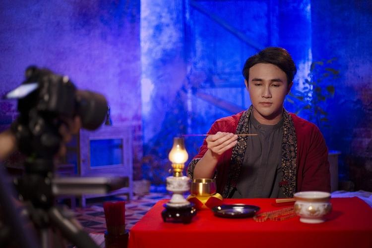 Lên án nạn 'ném đá giấu tay' trên MXH, Huỳnh Lập đưa hình ảnh 'anh hùng bàn phím' vào 'Một nén nhang'