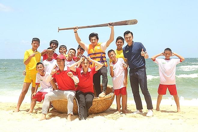 Nam nghệ sĩ tham gia 'Cầu thủ nhí': Kay Trần, Cao Xuân Tài, Liên Bỉnh Phát đều sở hữu body 6 múi, cơ bắp cuồn cuộn