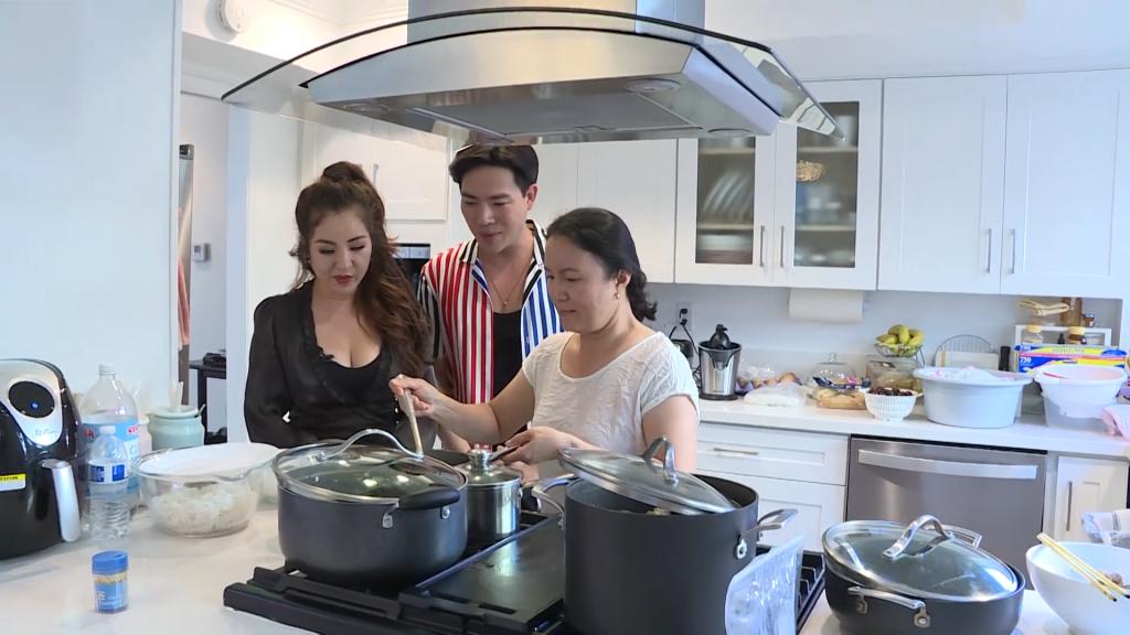 'Gõ cửa thăm nhà': Ca sĩ Lưu Việt Hùng lần đầu chia sẻ về quá trình điều trị Covid-19 tại nhà ở Mỹ