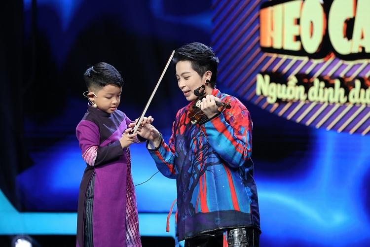 'Siêu tài năng nhí': Cậu bé không xem tivi khiến Quyền Linh, Trấn Thành tan chảy vì sự trong trẻo của mình
