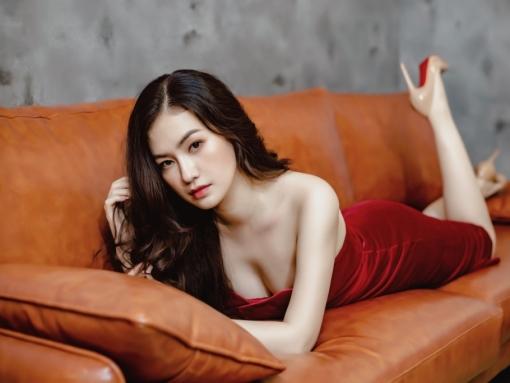 'Tiểu tam' Diễm Trần tung bộ ảnh quyến rũ mừng 'Vợ hai' đạt thành tích tốt