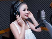 Janny Thủy Trần kể chuyện tình yêu của mình bằng âm nhạc.