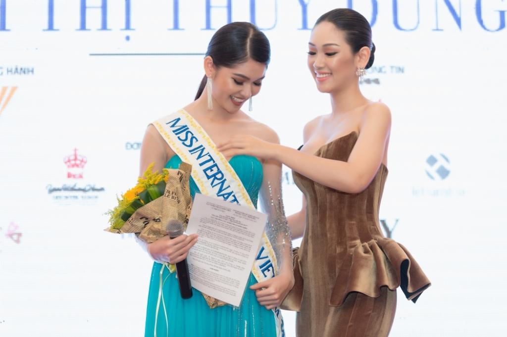 a hau thuy dung chinh thuc du thi hoa hau quoc te miss international 2017